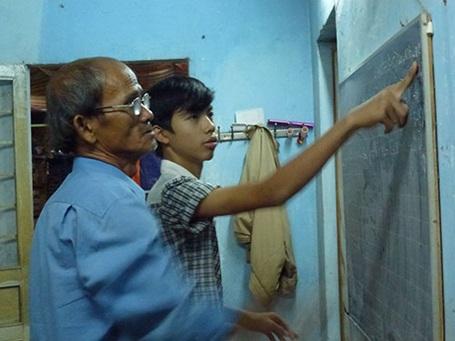 Thầy Phan Công Tâm đã giúp đỡ nhiều học trò nghèo, học trò cá biệt đạt thành tích cao trong học tập