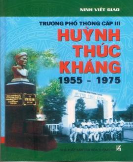 Thầy Ninh Viết Giao đã có 700 cuốn sách đẹp đóng bìa cứng để tặng nhà trường, bạn bè và học trò cũ.