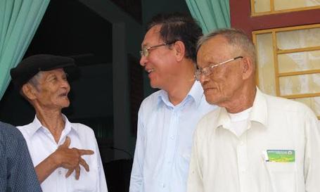 Bộ trưởng Bộ GD-ĐT Phạm Vũ Luận gặp gỡ cử tri tại huyện Hải Lăng, tỉnh Quảng Trị