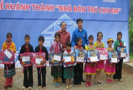 Khánh thành trường mới cho trẻ em tiểu học Khâu Vai