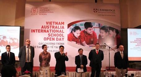Hội đồng Chuyên môn VAS giao lưu với phụ huynh học sinh trong phần Hỏi - Đáp tại Hội thảo.