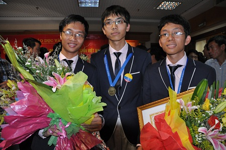Ba học sinh đoạt huy chương vàng Olympic Toán quốc tế 2013: Cấn Trần Thành Trung, Võ Anh Đức (