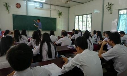 UBND huyện Phú Quốc (Kiên Giang) cấm giáo viên gọi tên, nhắc nhở học sinh đóng BHYT trong giờ học.