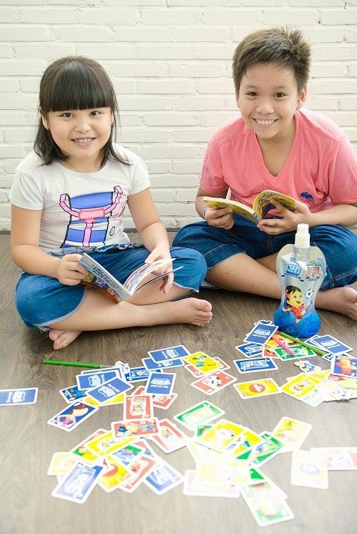 Sử dụng đồ chơi tặng kèm theo các sản phẩm sữa để khuyến khích bé uống sữa thường xuyên hơn.