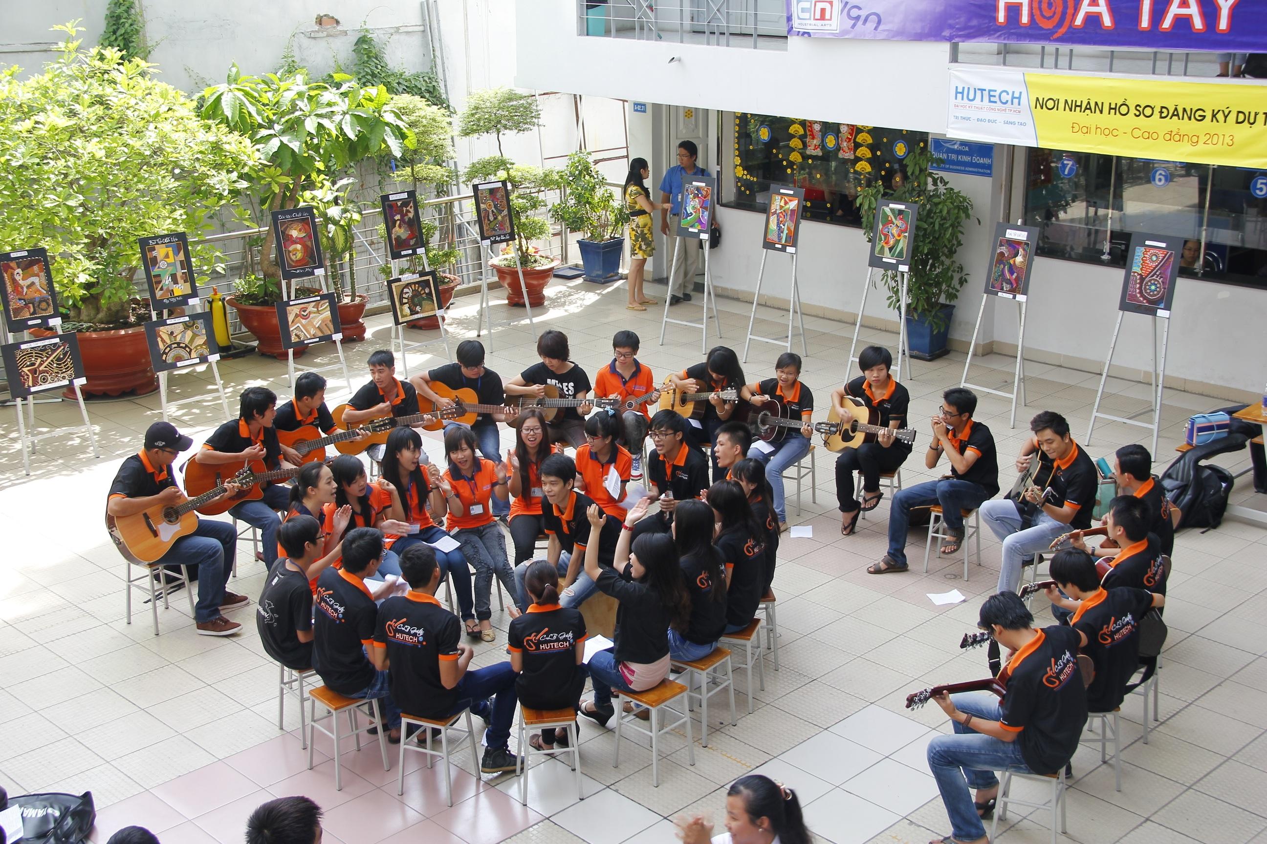 Sinh viên HUTECH được tham gia các hoạt động ngoại khóa để phát triển toàn diện