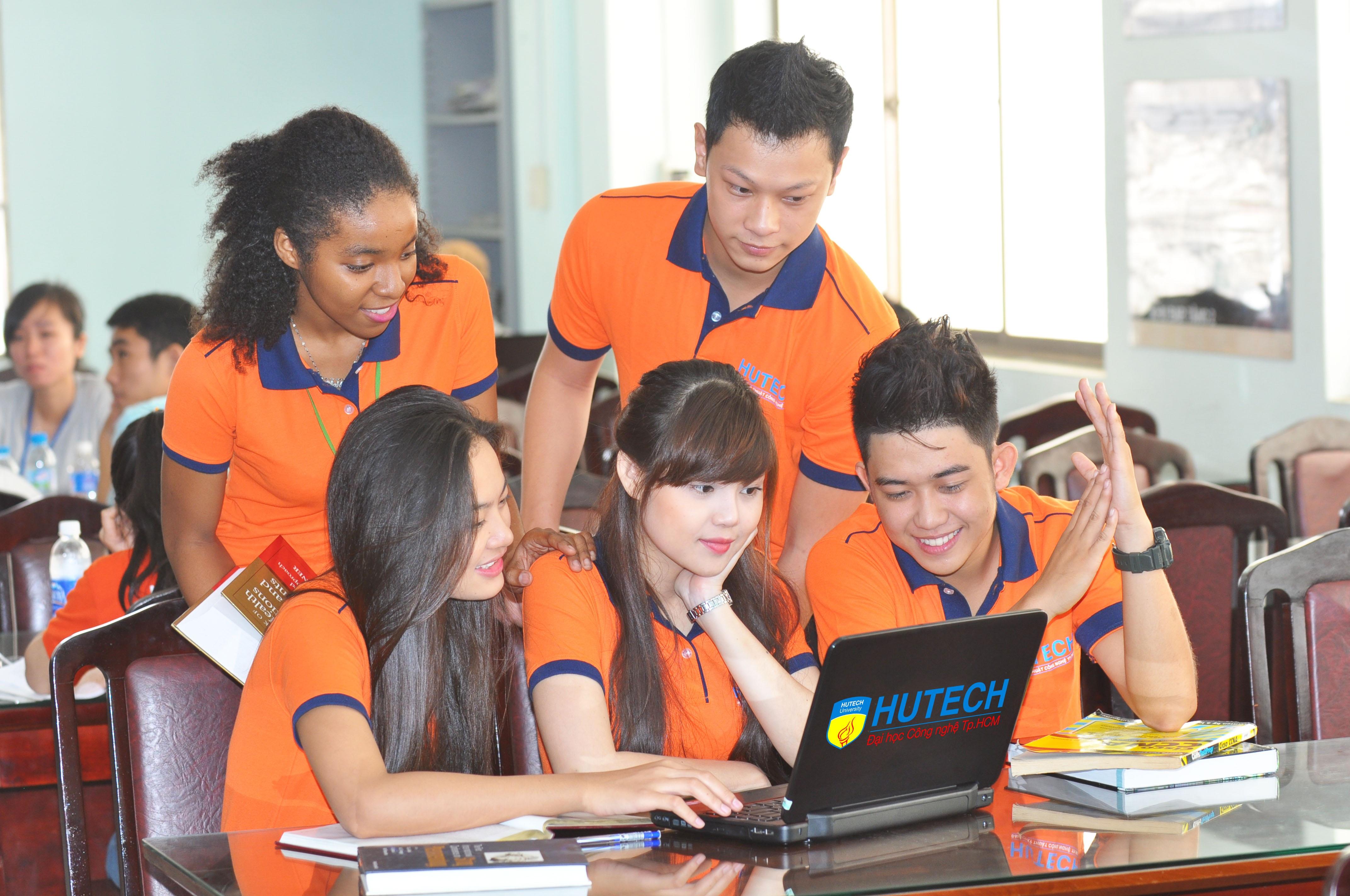 Sinh viên HUTECH được đánh giá cao về năng lực làm việc ngay sau khi tốt nghiệp.