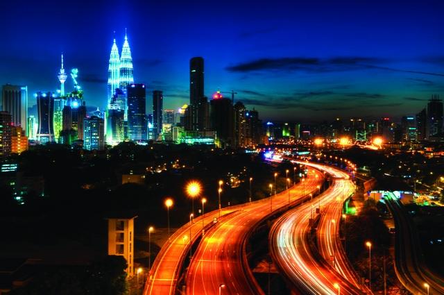 Kuala Lumpur rực rỡ những sắc màu về đêm