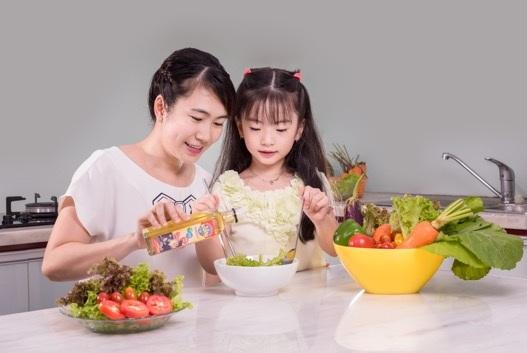 Omega 3 (DHA) có nhiều trong dầu cá hồi, đặc biệt cần thiết cho sự phát triển trí não của trẻ.