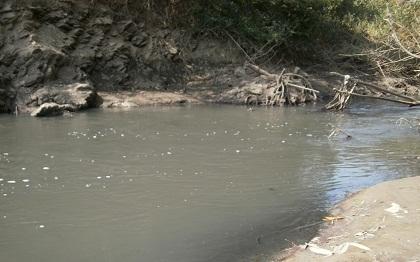 Cống xả thải của Khu công nghiệp Tâm Thắng ra sông Sêrêpốk.