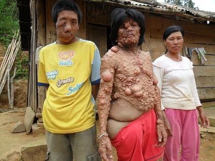 Anh Tê cùng vợ và Tuấn.