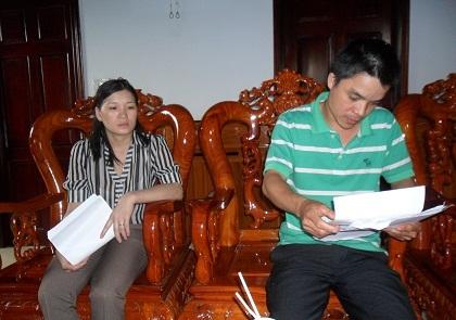 Vợ chồng chị Hồng trình bày sự việc với PV