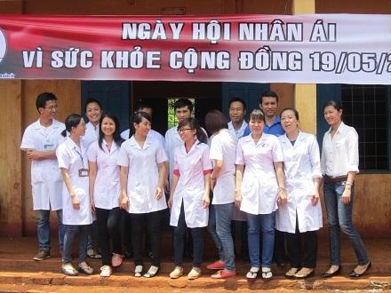 Các y, bác sỹ trẻ tình nguyện tỉnh Đắk Lắk tỏ ra phấn khởi sau một ngày đầy ý nghĩa.