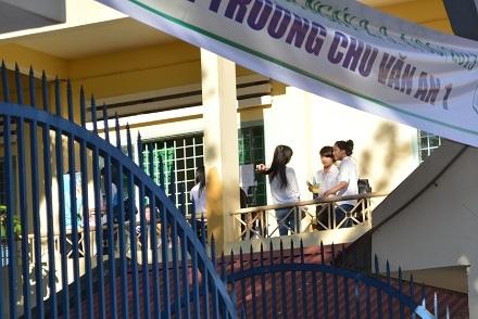 Ngày thi thứ 2, sĩ tử tại TP Buôn Ma Thuột đi thi khá thoải mái. (Ảnh: Viết Hảo)