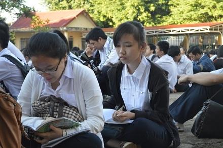 Thí sinh thoải mái trước buổi thi môn đầu tiên
