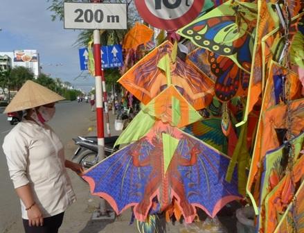 Theo chị Trang, các loại diều lớn như thế này tăng từ 10.000 - 15.000 đồng/con
