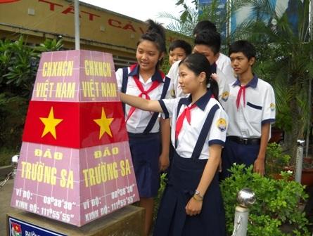 Các em học sinh trường THCS Thốt Nốt có thể đến thăm Trường Sa ngay trong sân trường của mình