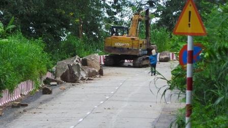 Qua 5 ngày thi công, hơn 300 khối đá mồ côi đã được thu dọn
