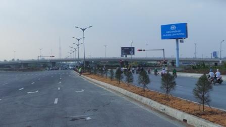 Cầu vượt IC3 - cầu Cần Thơ cắt ngang tuyến đường Võ Nguyên Giáp