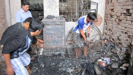Cả nhà chết cháy vì cửa nhà khoá chặt