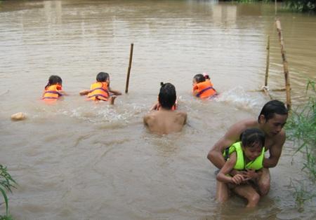 Công tác phổ cập bơi cho trẻ em là hết sức cần thiết