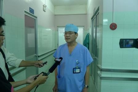 Bác sĩ Trần Thanh Phong cho biết, anh Sang đã tỉnh táo, bắt đầu tiếp xúc được và ăn uống khá hơn