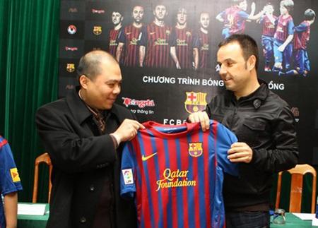 """VFF """"bắt tay"""" đội bóng lừng danh Barcelona - 2"""