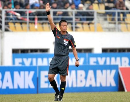 """Trọng tài Võ Quang Vinh giành """"chiếc còi vàng"""" 2011 - 1"""