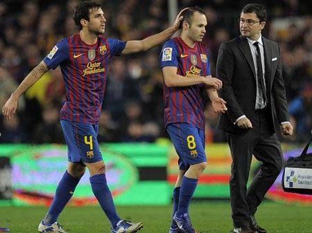 """VFF """"bắt tay"""" đội bóng lừng danh Barcelona - 1"""