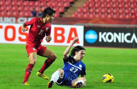 Philippines (áo xanh) không thể tạo ra bất ngờ trước Thái Lan (Ảnh: An An)
