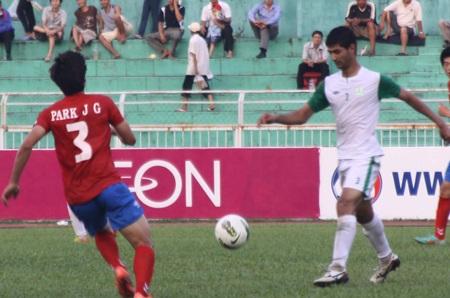 Turkmenistan (trắng) không thể cản bước U23 Hàn Quốc