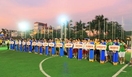 32 đội bóng hào hứng chờ đón các trận đấu hấp dẫn ở Cung thể thao Quần Ngựa