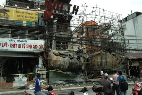 Hà Nội: Bị sét đánh, cửa hàng nội thất ra tro sau hoả hoạn - 1