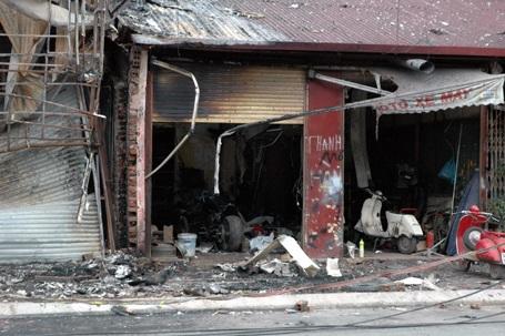 Hà Nội: Bị sét đánh, cửa hàng nội thất ra tro sau hoả hoạn - 2