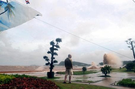 Bão số 3 suy yếu thành áp thấp nhiệt đới - 8