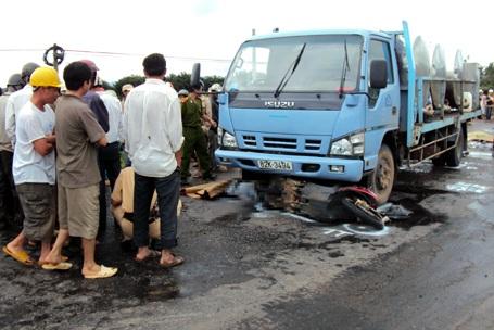 Tai nạn trên đường Hồ Chí Minh, 4 người chết và bị thương - 1
