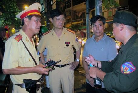"""Hà Nội: Cảnh sát nổ súng chặn """"quái xế"""" - 4"""