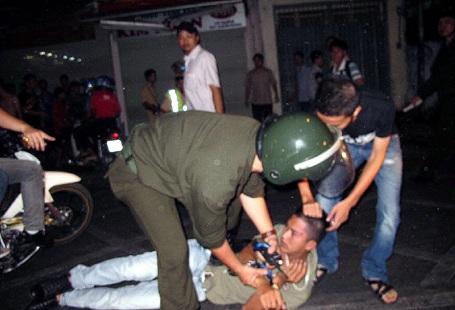 """Hà Nội: Cảnh sát nổ súng chặn """"quái xế"""" - 1"""