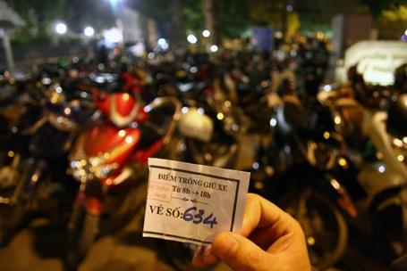 Hà Nội: Bãi trông xe hốt bạc trong đêm Noel - 3