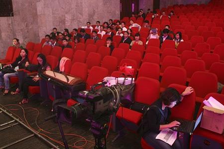 Các tác giả, nhóm tác giả được bố trí ngồi sát lối đi, tiện cho việc đi lên sân khấu nhận giải.