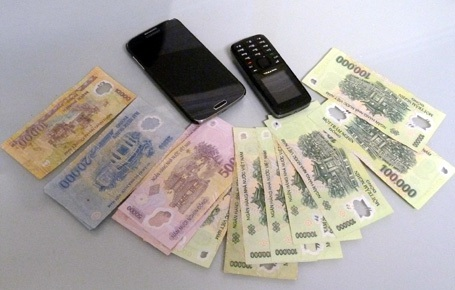 Số tài sản Nhất cướp được của lái xe taxi.