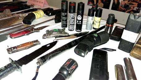 Các loại dao, súng, công cụ hỗ trợ bị Công an Hà Nội thu giữ trong đợt cao điểm vừa qua.