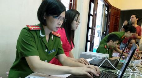 Các dữ liệu được lưu trữ, chuyển lên Bộ Công an để làm chứng minh nhân dân 12 số.