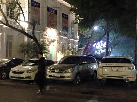 Khu đất chỉ được cấp phép đỗ xe một hàng phía sát đường Hàng Trống (Hoàn Kiếm, Hà Nội)