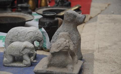 Chó đá trong tín ngưỡng người Việt được rao bán với giá khoảng 1 triệu/con