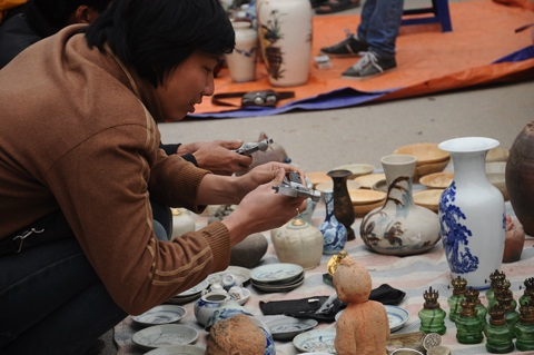 Đầu thú thu hút được sự quan tâm của nhiều khách đến phiên chợ