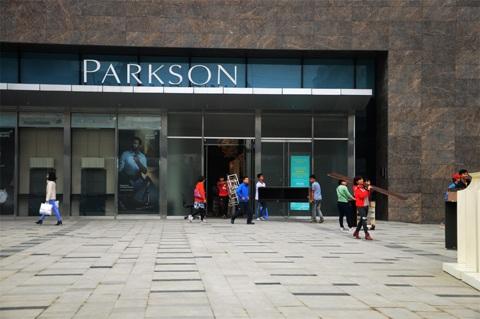 Nườm nượp người chuyển đồ đạc, hàng hóa ra khỏi Parkson