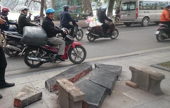Một người dân khẳng định đã nhìn thấy chiếc ô tô đâm vỡ ghế đá.