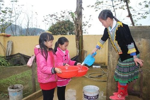 Từ năm học 2015, các em học sinh trường Mản Thẩn đã có nước sạch để dùng.
