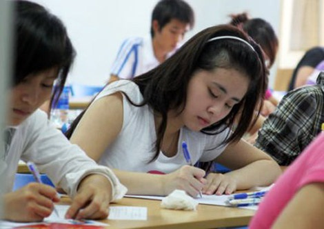 Học sinh đang gấp rút ôn luyện chuẩn bị cho cuộc đua vào lớp 10 (ảnh minh họa)