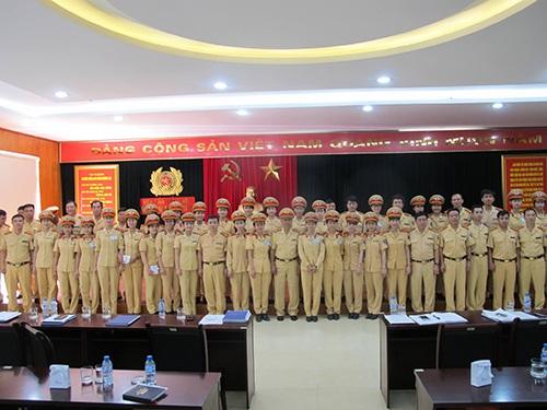 Lực lượng CSGT nữ của phòng CSGT Hà Nội được huy động tối đa hỗ trợ cho kỳ thi THPT Quốc gia 2015